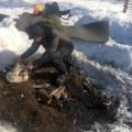 Unser Guide bereitet das Feuer für unser Mittag vor
