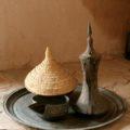 Willkommen im Oman mit Kaffee und Datteln