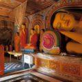 Dambullas Buddhas und Mönche