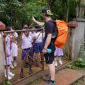 Begegnungen am Wegesrand: unser Reiseleiter & Schüler
