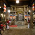 Im Heiligen Zahntempel in Kandy