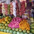 Farbenfrohe Marktstände in Sri Lanka